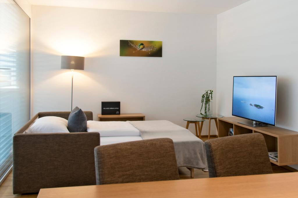 wohnen-dornbirn.at | Bequeme Schlaf-Couch im Wohnzimmer